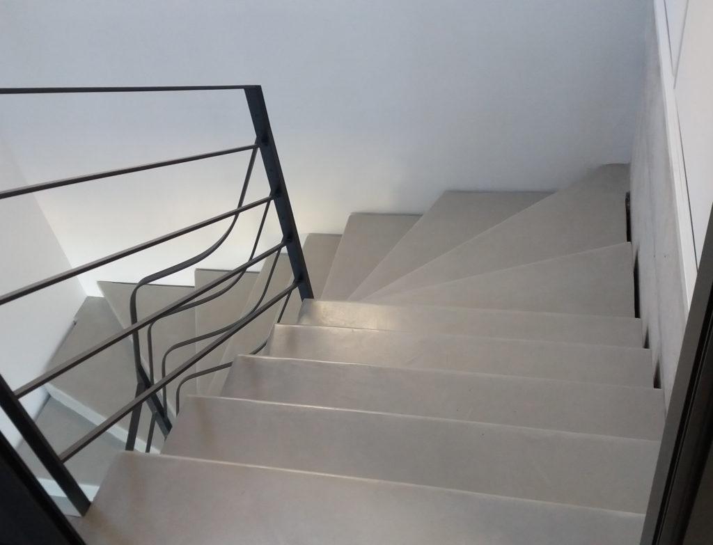 Escalier béton ciré